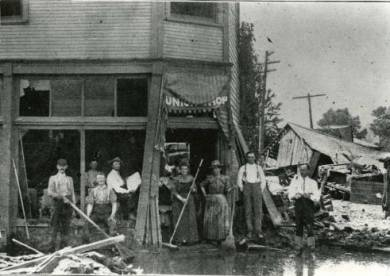 1903 Kansas River Flood - Residential and Business Damage. Families cleaning up damage.