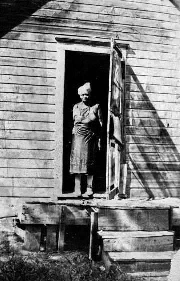 America Shelton moved to Olathe at age 7 with her parents, both former slaves.  She raised six children in Olathe.