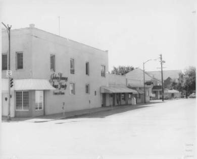 Julien Funeral Home, Olathe in the 1960s Located on the southeast corner of Park and Chestnut in Olathe Original image: http://www.jocohistory.org/cdm/ref/collection/opl/id/385