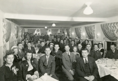 A dinner at the Green Parrot Inn in 1945.