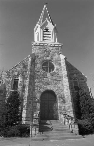 Holy_Trinity_Catholic_church_circa_1988