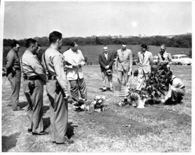 Burial_of_Officer_Willard_Carver