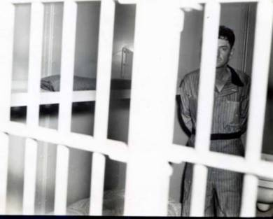 William_Merle_Martin_in_jail_cell
