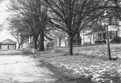 Photograph of Lackman home. Source: JoCoHistory.org.