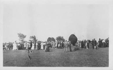 Attendees of the funeral gather near the grave site of the victims, ca. 1917. JoCoHistory.org.