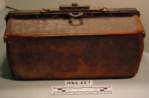 Medical bag belonging to Dr. S.C. Parker, of Monticello, c. 1895. Johnson County Museum collection.