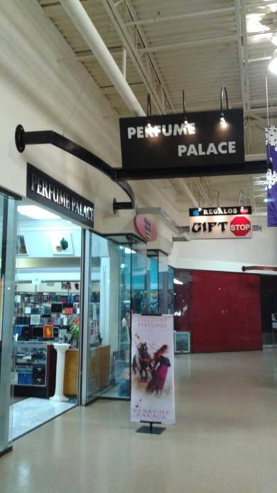 Mall store entrance to Perfume Plaza